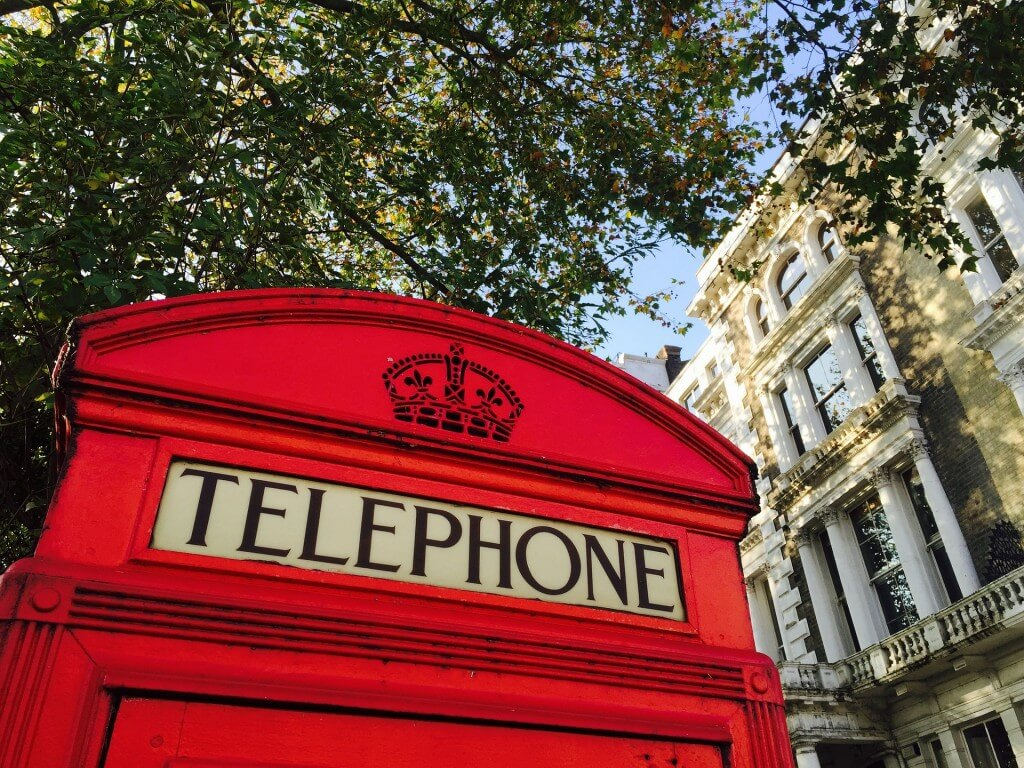 Cabina telefónica. Escuela de ingles en medellin