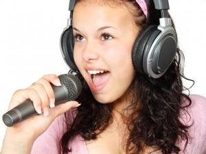 El karaoke y el inglés. Clases de inglés en Medellín.